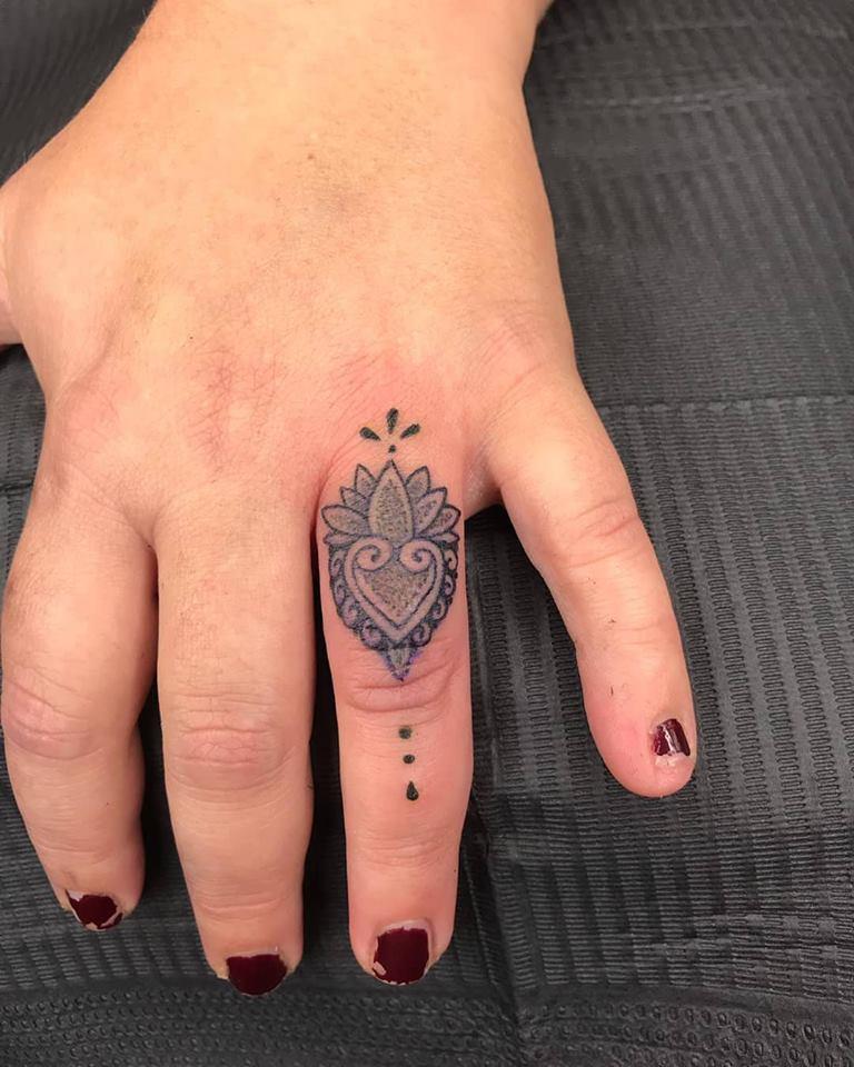 mandala-finger-tattoo