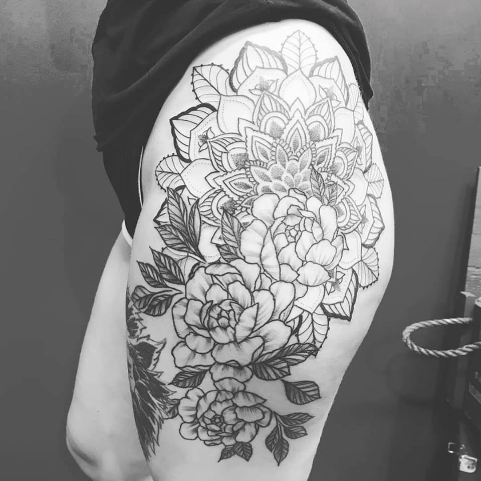 flower-hip-tattoo