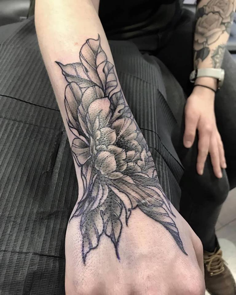 flower-hand-tattoo