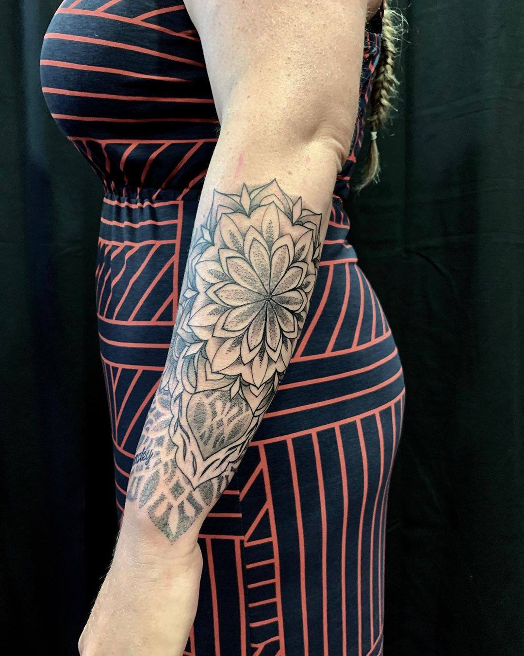 female-dotwork-tattoo