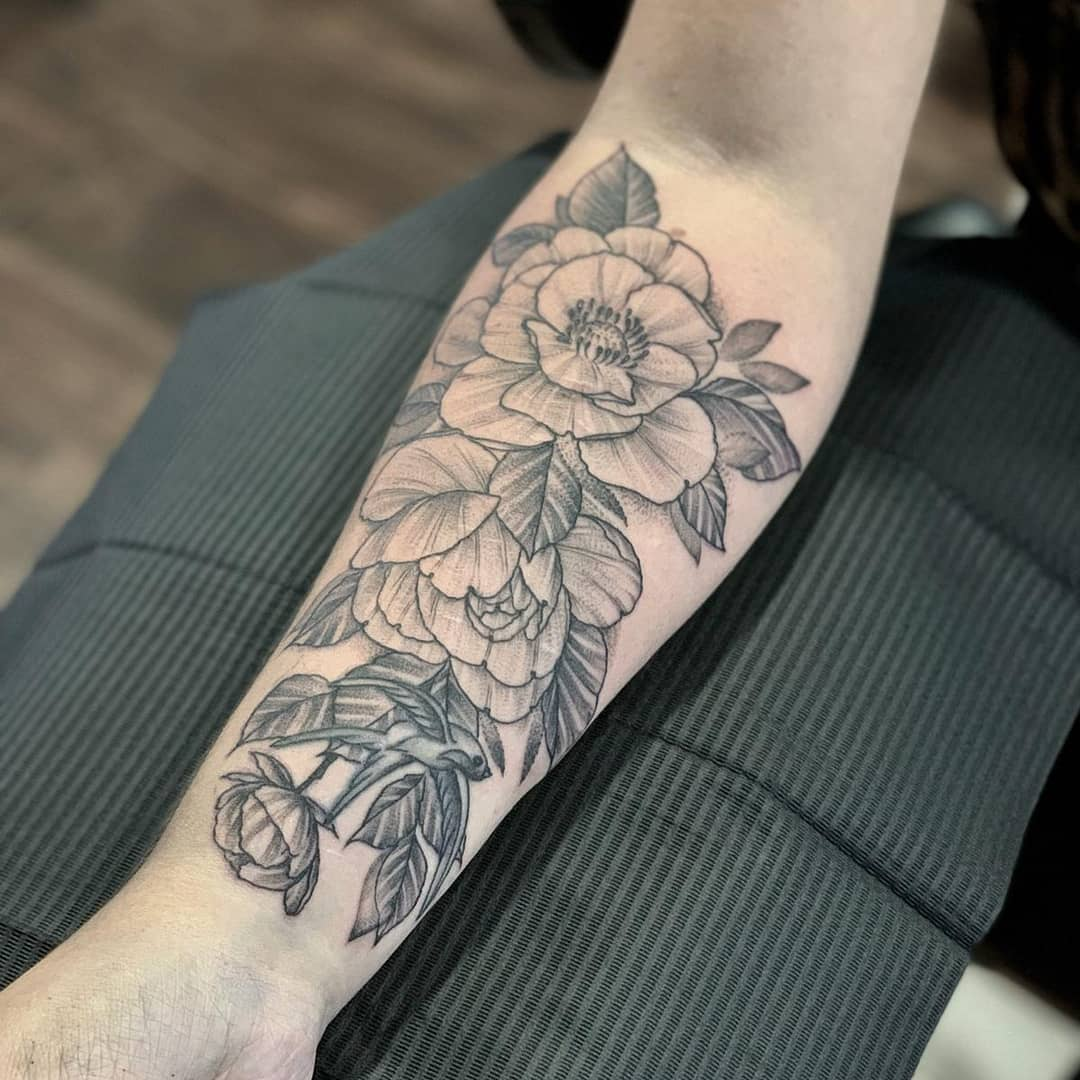 forearm-flower-tattoo