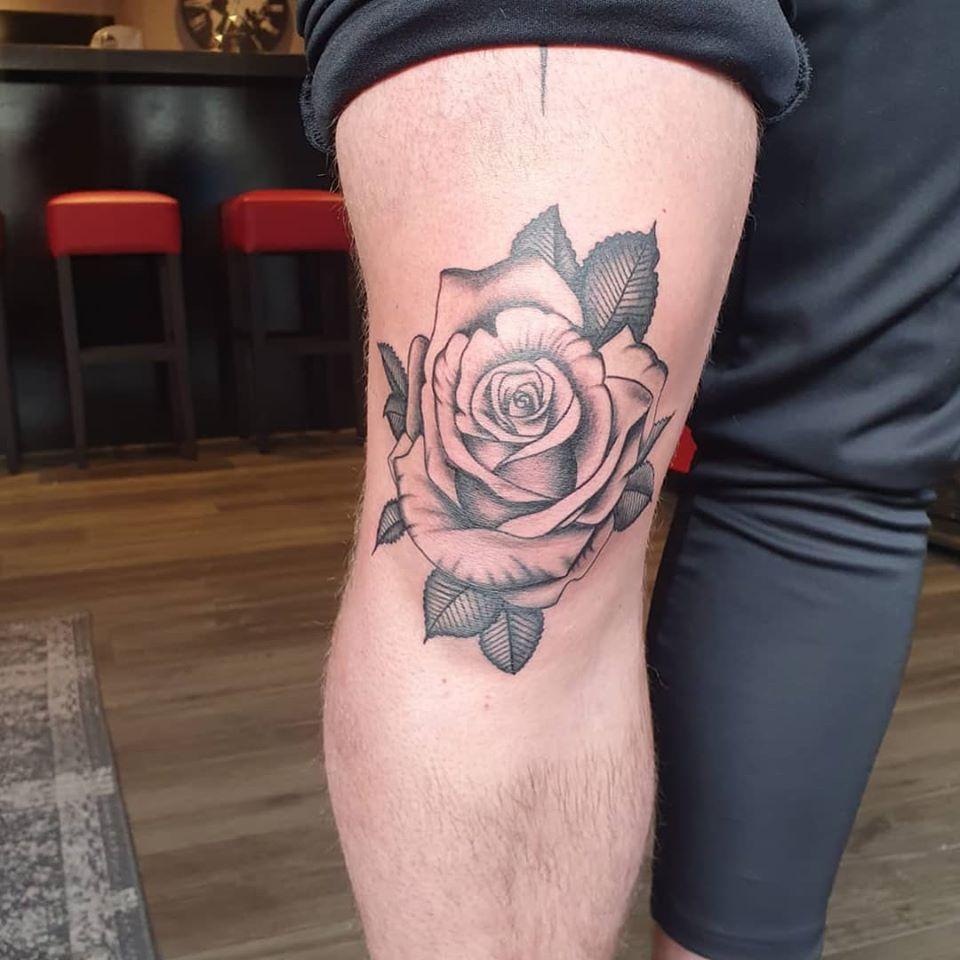 rose-knee-tattoo